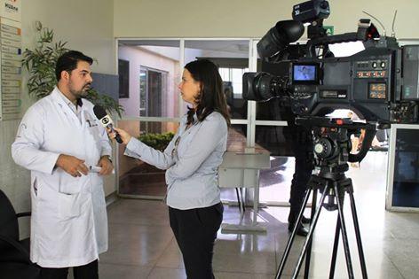 TV Anhanguera entrevista médico especialista em Cirurgia do Trauma de Alta Complexidade no HUAna
