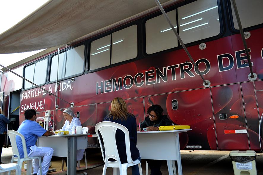 HUAna recebe ônibus do Hemocentro para coleta de sangue