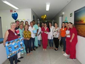 Há mais de 60 dias internado, paciente recebe festa surpresa no HUANA